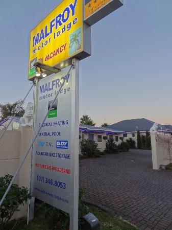 MALFROY motor lodge Rotorua - Accommodation and Mineral Pool: entrance