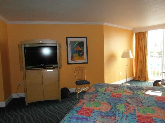 Guy Harvey Outpost, a TradeWinds Beach Resort: Nicely decorated room.