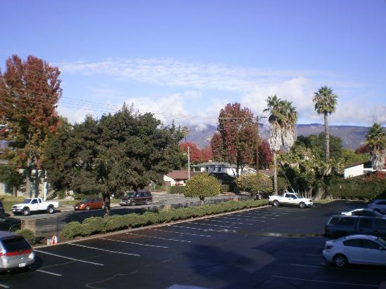 Holiday Inn Santa Barbara - Goleta: View of the mountains from our room