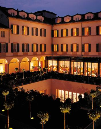 Four Seasons Hotel Milano: Courtyard