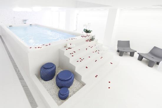 Hotel Ciutat de Girona: Our small indoor swimming pool