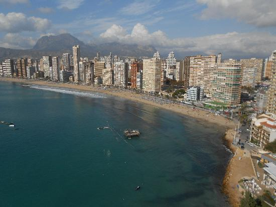 Apartamentos Lido: View of the Rincon end of Playa Levante