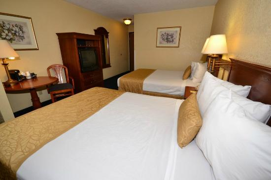 Super 8 I-40 Flagstaff Mall: 2 Queen Bed Room