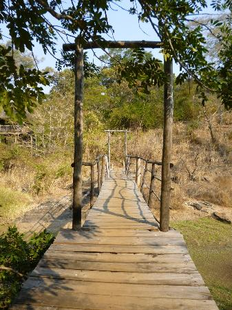 Bua River Lodge: Bridge to island accommodation