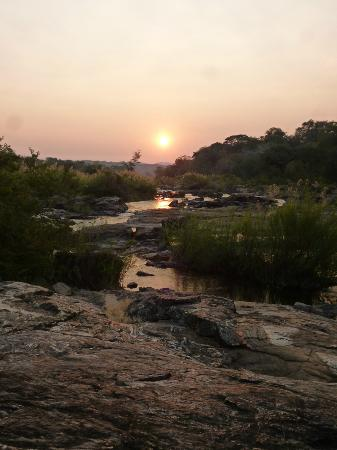 Bua River Lodge: Sundowners after a lovely evening walk