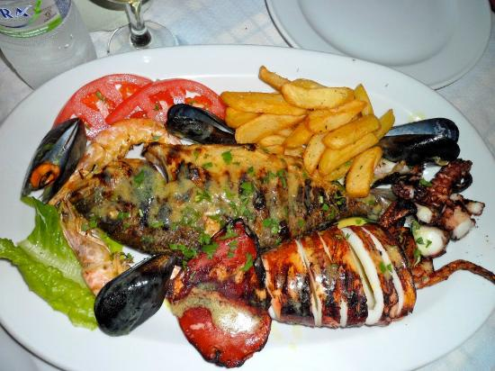 Seaside Beach Hotel: Food Plate at their own restaurant, quite good, not the best but quite good! :)