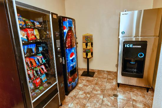 Comfort Inn &amp; Suites Cedar City: Vending and Snacks