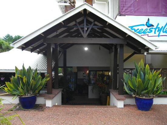 Freestyle Resort Port Douglas: Entry to hotel