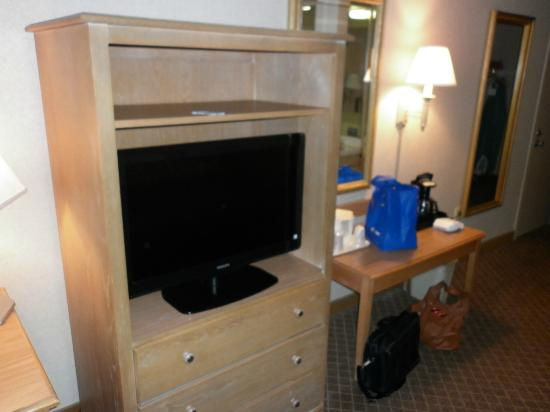 Quality Inn & Suites: New TV