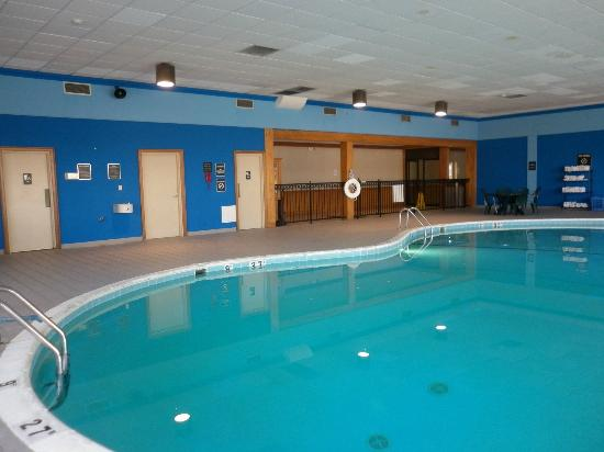 Quality Inn & Suites: Pool area