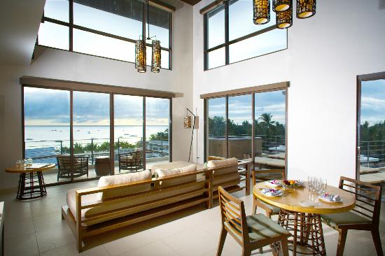 Discovery Shores Boracay: Living Room, Two Bedroom Suite Premiere
