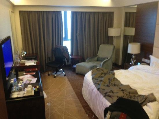Crowne Plaza International Airport Hotel Beijing: Room, not presented like this, just about to check out