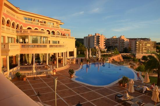 Port Adriano Marina Golf &amp; Spa : View from room towards pool and bar/restaurant/lobby 