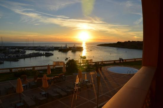 Port Adriano Marina Golf &amp; Spa : Sunset from room 