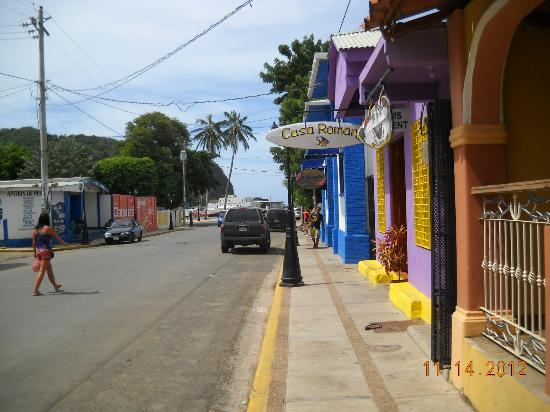 Hotel Gran Oceano: View down street toward beach
