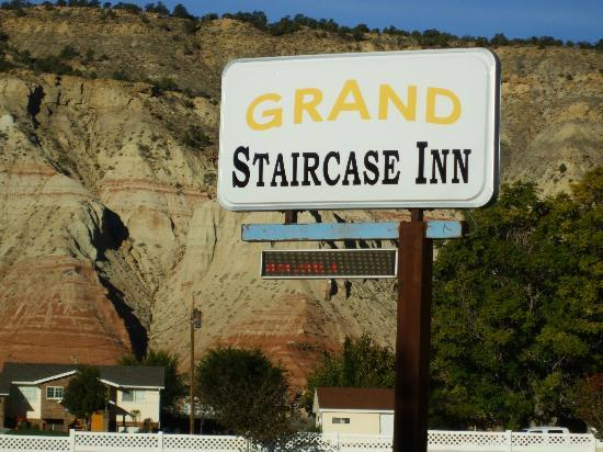Grand Staircase Inn: Hotel sign