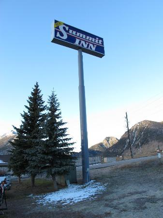 Summit Inn: the sign