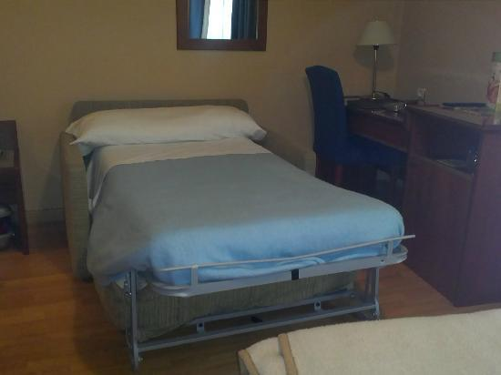 Hotel Dauro Granada : Plegatn sof cama