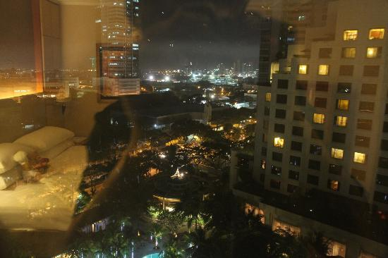 Edsa Shangri-La: Night view  but with reflection from the window