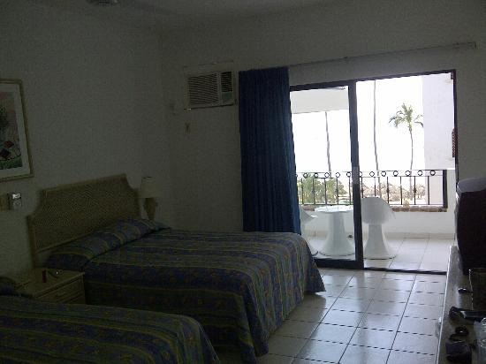 Tropicana Hotel: Room