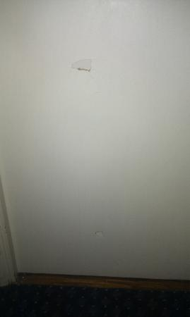 Travelodge Milton Keynes Central: Bathroom door with 2 dents/holes
