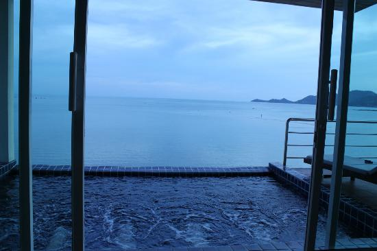 Samui Island Beach Resort and Hotel: View from the BED