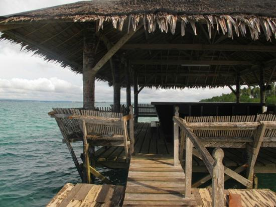 Precious Garden Samal: floating bar