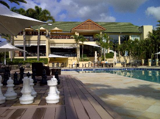 Mercure Gold Coast Resort: Chess by the pool at Radisson Palm Meadows