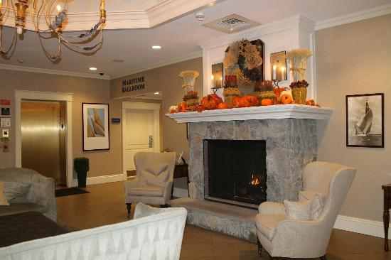 The Salem Waterfront Hotel &amp; Marina: Lobby