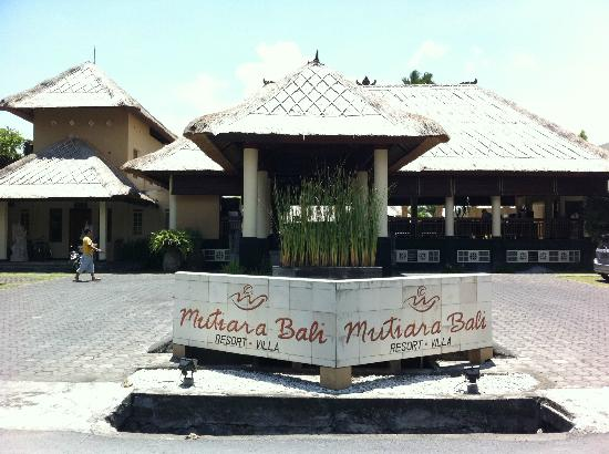 Mutiara Bali Boutique Resort & Villas: View on entrance