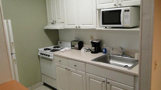 Extended Stay Deluxe - Orlando - Universal Studios: Cocina bien provista