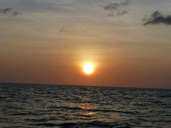 Fundu Lagoon: sunset cruise