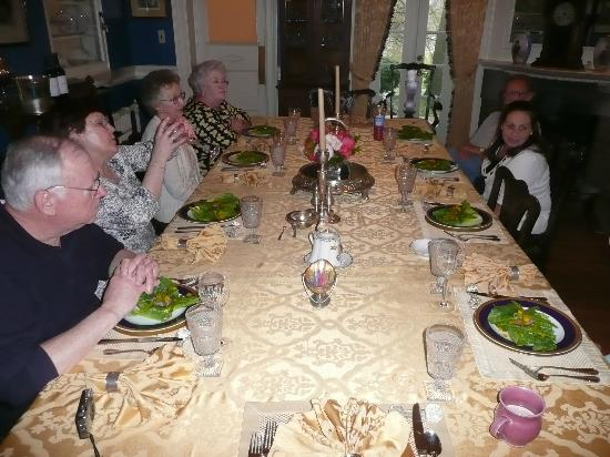 Chester Heights, Πενσυλβάνια: Enjoying the fruits of their labor at Hamanassett cooking school