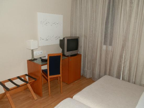 Tv and minbar - Bed and breakfast logrono ...