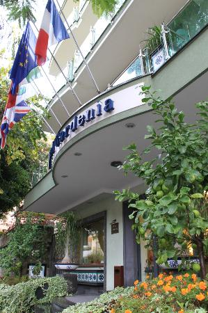Comfort Hotel Gardenia Sorrento Coast : voorgevel - ingang