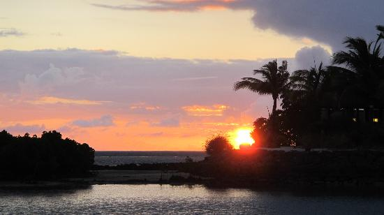 Four Seasons Resort Mauritius at Anahita: Sunrise 4