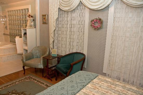 Edwin K Bed and Breakfast : Clean and beautifully decorated rooms