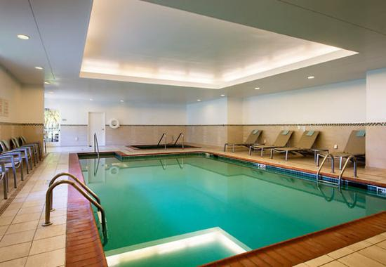 SpringHill Suites Williamsburg: Indoor Pool
