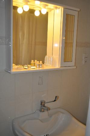 Villa San Lorenzo Maria Hotel: Vanity Unit in Bathroom