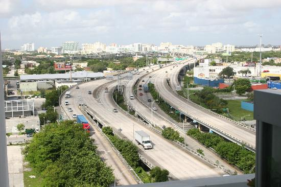 Casa Moderna Miami: Highway view
