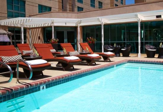Renaissance Los Angeles Airport Hotel: Outdoor Pool