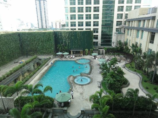 Spa Swimming Pool Bar Picture Of New World Manila
