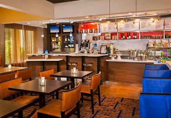 Courtyard by Marriott Andover: The Bistro