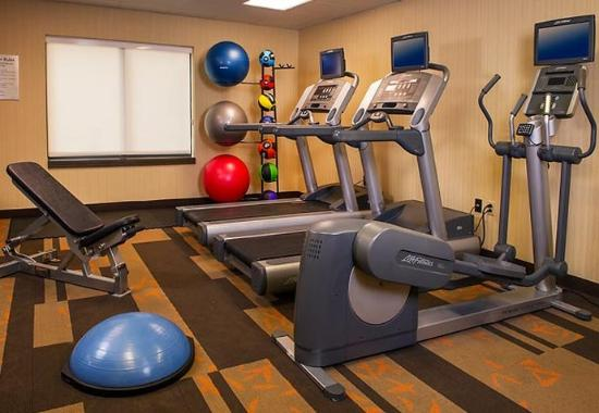 Courtyard by Marriott Andover: Fitness Center
