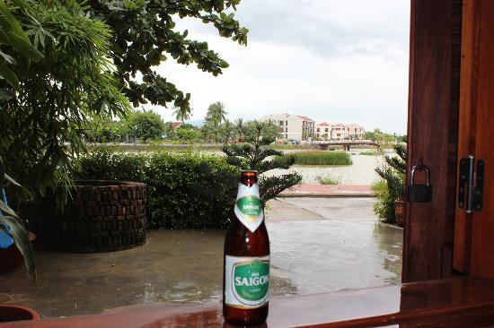 Long Life Riverside Hotel: Lunch time, rain from typhoon