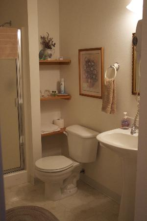 Long Hollow Guest Ranch: Bathroom