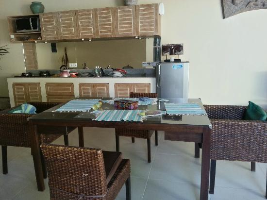 Enigma Bali Villas: dining area and fully empty kitchen!