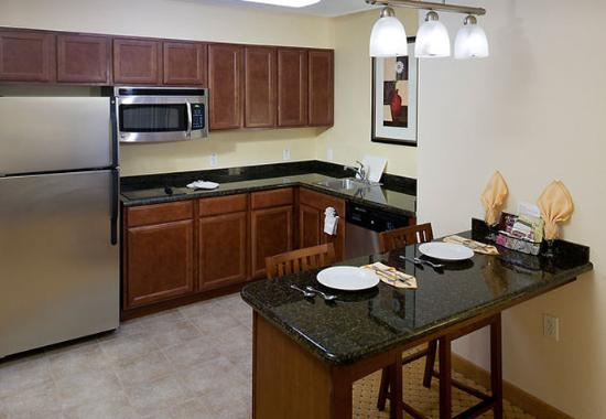 Residence Inn Tucson Airport: Suite Kitchen