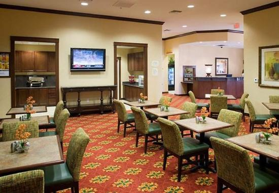Residence Inn Tucson Airport: Breakfast Area