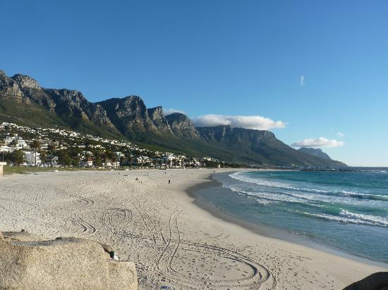 Primi Seacastle Hotel: beach across from hotel
